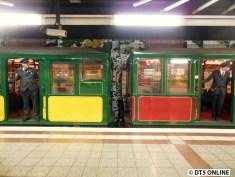 """Kleine """"Schrecksekunde"""" Bei der Ausfahrt hält der Zug nach wenigen Metern (drei Wagenlängen) wieder an. Nach fünf langen Minuten ging es aber wieder weiter."""