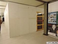 Zum Baufeld gibt es nur noch einen Zugang, und zwar über die gelbe Tür. Sie wurde versetzt.