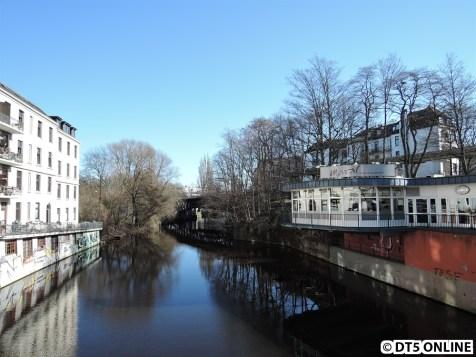 Die Bahnhofsbrücke von der Eppendorfer Brücke aus gesehen. Sie wurde bereits auf Hamburgs Brücken vorgestellt, und zwar auf http://www.hamburgsbruecken.de/eppendorfer-brucke/