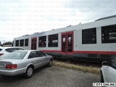 Nur zwischen den beiden Türen jeweils ist das Fahrzeug ebenerdig.