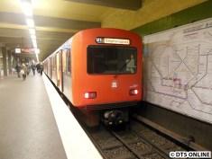 Ein Teil der morgendlichen Verstärker enden am Stephansplatz, denn dort befindet sich die erste Kehrmöglichkeit hinter dem Hauptbahnhof. Der Abschnitt Wandsbek - Hauptbahnhof ist der höchstbelastete der U1