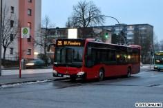 Auch bei Dämmerung will die Kamera getestet werden, hier ein VINETA-Bus für die VHH in Garstedt
