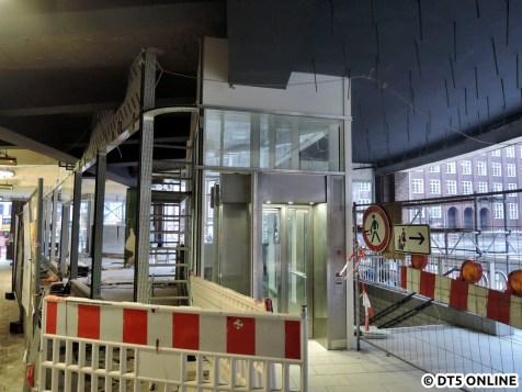 Grund waren Baumaßnahmen an der Passage oben. Der Aufzug erhielt eine neue Verglasung wie es scheint.
