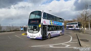 Ein weiterer Bus macht sich auf zur Fahrt nach Hengrove auf der 76. Der gezeigte Wright Eclipse Gemini auf Volvo B9TL Fahrgestell überzeugt mit nahezu perfekter Verarbeitung und sehr guten Fahrleistungen.