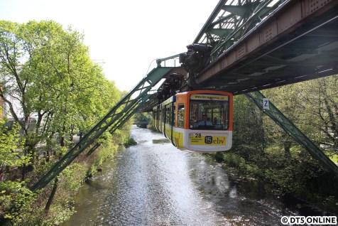 Einfahrt in die Haltestelle Varresbecker Straße
