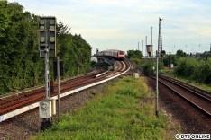 """Zehn Minuten später folgte der 472er, der selbe Zug wie am Vortag. Leider wurde der Zug ausgetauscht durch einen der Baureihe 474, sodass dies das letzte Foto """"472 auf S3"""" bleiben sollte."""