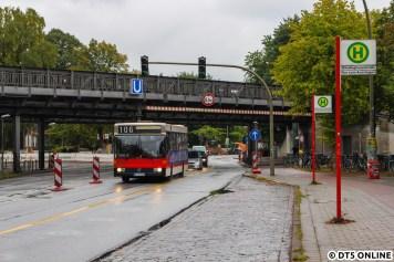 Aufgrund von Bauarbeiten im Rahmen der Busoptimierung (von Beschleunigung hier zu sprechen, wäre auch schlichtweg falsch) geht es für den S80 auf der eigentlichen Gegenfahrspur Richtung Dorotheenstraße