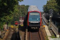 Während der DT5 343 sich auf den Weg zur Kellinghusenstraße macht, folgt auf den Jazztrain der hinten bereits sichtbare DT3-LZB.