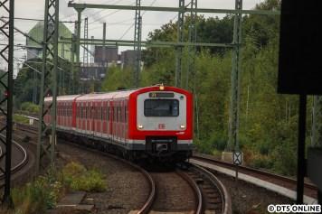 """Auch noch kein Teilnehmer des VHT ist dieser Zug der Baureihe 472. Er schaffte es hier in die Fotostrecke, da er als Ziel bloß """"21"""" anzeigte, ganz ohne S oder gar einer Endhaltestelle."""