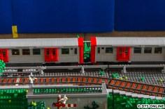 Hier die Kupplung der beiden DT2-Einheiten.. Bis auf die Zielschilder und die Wagennummern ist alles mit ganz normalen Legosteinen gebaut.