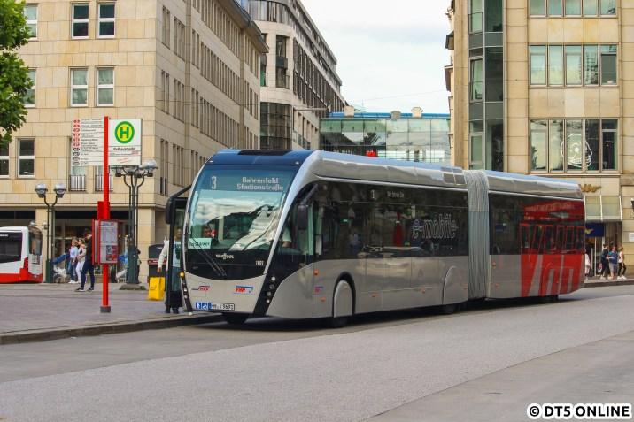 Der 1691 der VHH wird in Kürze wieder als Verstärker zur Stadionstraße fahren. Der andere Bus hört auf die Fahrzeugnummer 1690 und soll auch gelaufen sein, wohl aber nicht mehr am Nachmittag...