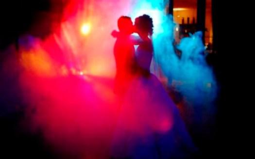 Silueta a traves del humo en Baile de Novios en Bodas