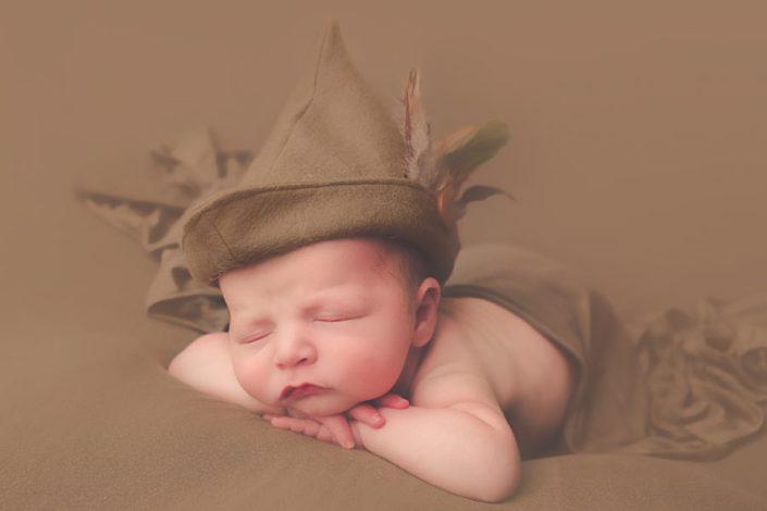 glasgow baby photographer - baby in robin hood hat