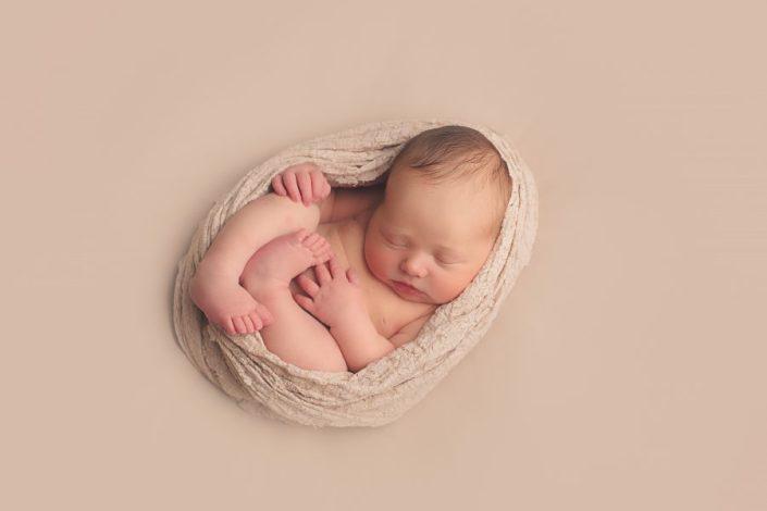 Baby Photo Shoot Glasgow - egg wrap pose