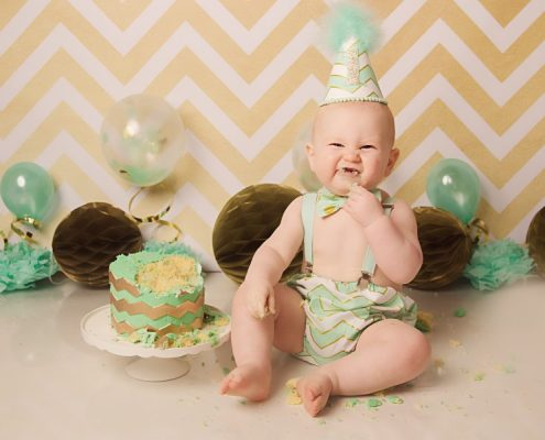 1st birthday cake smash glasgow - boy smiling eating cake