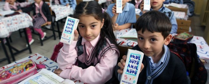 Kostenlose Milch für Schulkinder nicht verunreinigt