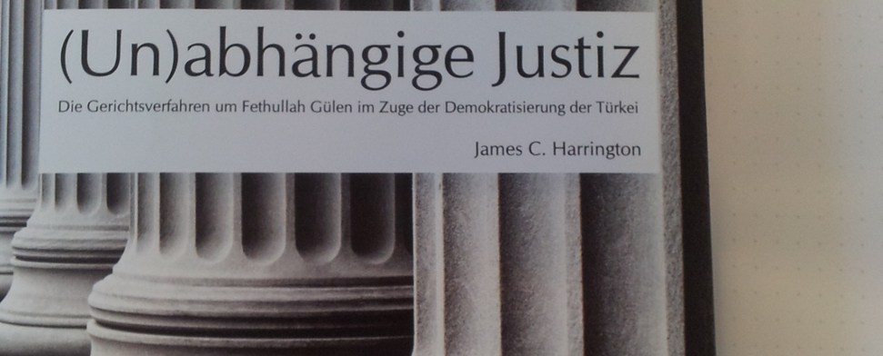 J.C. Harrington stellt sein Buch über das Gülen-Verfahren vor