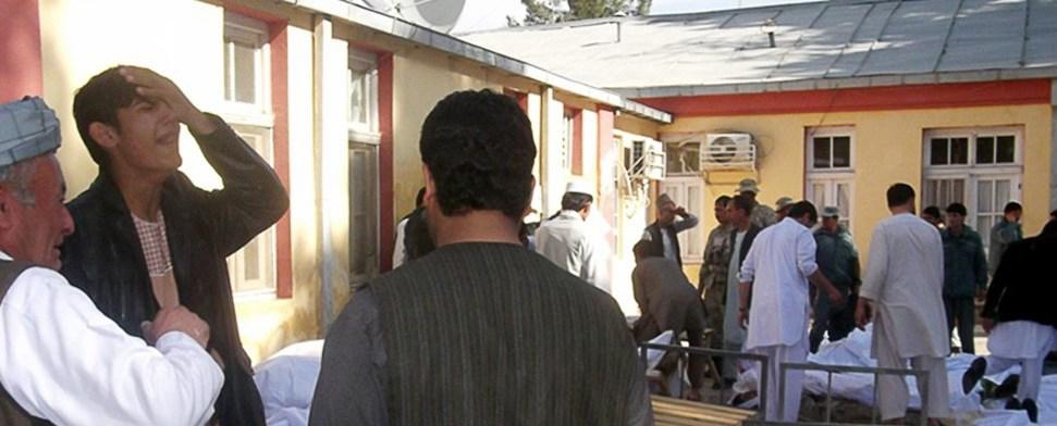 Selbstmordattentäter sprengt sich vor Moschee in die Luft