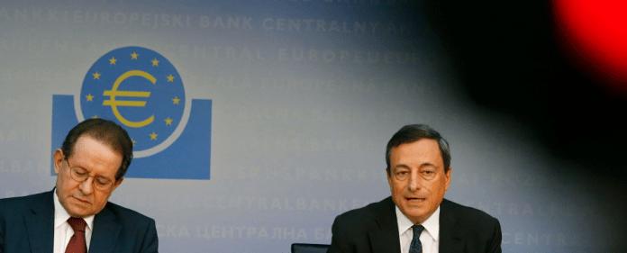 Vor einem Jahr hatte der Chef der Europäischen Zentralbank (EZB), Mario Draghi (rechts), angekündigt, dass die Notenbank im Notfall unbegrenzt Anleihen der Krisenländer aufkaufen werde. Dieses Versprechen hat vielen Investoren die Angst vor einem Zusammenbruch des Euros genommen und ihr Vertrauen in den Währungsraum gestärkt.