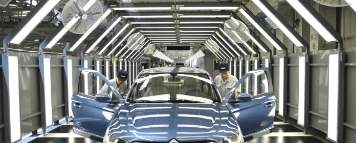 Auto-Peugeot Produktion in China - dpa