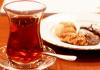 Tee ist in der Türkei sehr beliebt. Meist wird er mit Gebäck serviert.