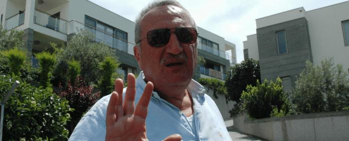 Der frühere türkische Innenminister Mehmet Agar vor seinem Anwesen in Mugla.