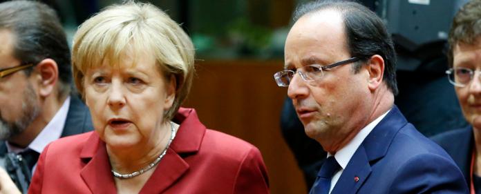 Angela Merkel spricht mit dem französischen Präsidenten Francois Hollande.