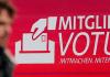 Ein Plakat in Berlin zum Mitgliedervotum der SPD - reuters