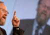 Der SPD-Politiker Wolfgang Thierse ist der Meinung, dass man Menschen mit anderen Religionen respektieren solle.