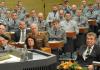 Bundesverteidigungsministerin Ursula von der Leyen (l, CDU) spricht am 09.01.2014 im niedersächsischen Landtag in Hannover (Niedersachsen) vor Soldaten der 1. Panzerdivision