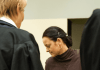 """Die Angeklagte Beate Zschäpe (M) kommt am 16.01.2014 in den Gerichtssaal des Oberlandesgerichts in München (Bayern). Vor dem Oberlandesgericht wurde der Prozess um die Morde und Terroranschläge des """"Nationalsozialistischen Untergrunds"""" (NSU) fortgesetzt."""