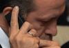 Der türkische Premier bei einem Telefongespräch