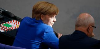 Bundeskanzlerin Angela Merkel mit dem CDU/CSU-Fraktionsvorsitzenden Volker Kauder.