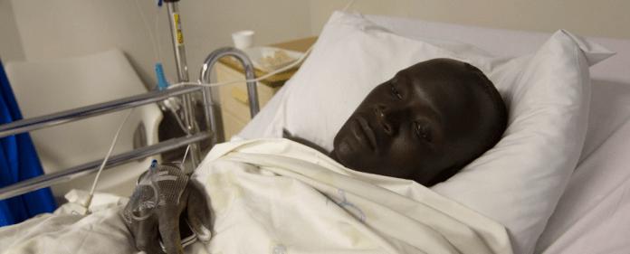 Ein Patient im Krankenhaus in Afrika.