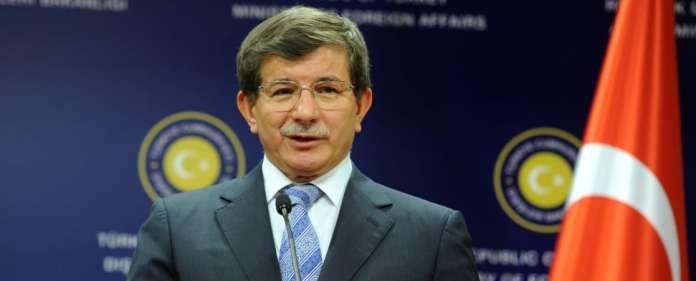 Davutoğlu zweifelt an der Fähigkeit der EU, informierte Statements zur Türkei abzugeben. Er riet dem Erweiterungskommissar, künftig vorher nachzufragen.