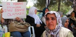 Mütter in Diyarbakir weinen um ihre entführten Kinder.