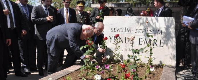 Szenen von der Gedenkzeremonie für Yunus Emre in Eskisehir.