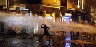 Am Jahrestag des Beginns der landesweiten Gezi-Proteste in der Türkei hat die Polizei Demonstrationen in Istanbul und anderen Städten gewaltsam aufgelöst.