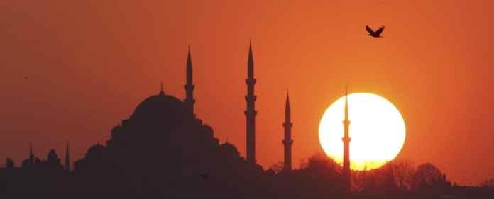 In der Zeit des Fastenmonats Ramadan tritt dessen religiöse und spirituelle Bedeutung ganz besonders in der Bosporusmetropole sichtbar zutage.