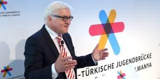 """Deutsche Außenpolitik: Zur Förderung des Jugendaustausches zwischen Deutschland und der Türkei wurde nun eine """"Deutsch-Türkische Jugendbrücke"""" gegründet. (dpa)"""