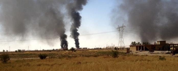 Die Terrorgruppe Islamischer Staat ist am Sonntag in von Kurden bewohnte Gebiete eingefallen und hat einen wichtigen Staudamm eingenommen. Die ansässige Bevölkerung bricht in Panik aus, Hunderttausende fliehen.