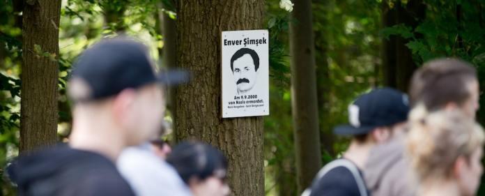 """Vor genau vierzehn Jahren starb der Blumenhändler Enver Şimşek an seinen Verletzungen. Es war wohl der erste Mord des offiziell als """"Nationalsozialistischer Untergrund"""" (NSU) bezeichneten Terrornetzwerkes. (dpa)"""