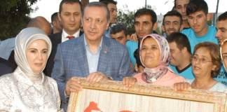 Der türkische Präsident Recep Tayyip Erdoğan hat vor Gleichmacherei von Frauen und Männern gewarnt. Frauen bräuchten Gerechtigkeit statt Gleichberechtigung.