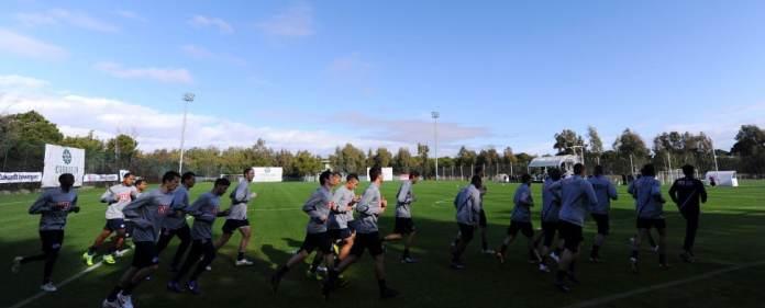ARCHIV - Spieler von Fußball-Bundesligist Hertha BSC laufen am 08.01.2012 über den Trainingsplatz des