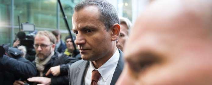 Der frühere SPD-Bundestagsabgeordnete Sebastian Edathy kommt am 18.12.2014 zur Sitzung des Untersuchungsausschuss des Bundestages in Berlin. Vor seiner Zeugenaussage dort hatte er bereits ein Statement in der Bundespressekonferenz abgegeben und Fragen beantwortet.
