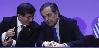Die Regierungschefs Antonis Samaras und Ahmet Davutoğlu im Gespräch während des dritten Treffen des Höchsten griechisch-türkischen Regierungsrats seit 2010.