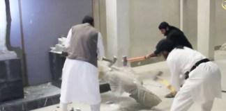 """Die Terrormiliz """"Islamischer Staat"""" (IS) hat in der von ihr im Juni eingenommenen Stadt Mossul die Artefakte in zwei bedeutenden Museen zerstört."""