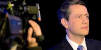 Der Spitzenkandidat der CDU für die Hamburger Bürgerschaftswahl Dietrich Wersich wartet am 11.02.2015 in Hamburg auf den Beginn eines TV-Duells mit Hamburgs Erstem Bürgermeister und SPD-Spitzenkandidaten Scholz. Am 15. Februar sind Bürgerschaftswahlen in der Hansestadt.