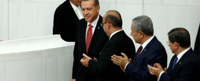 Das Meinungsforschungsinstitut SONAR hat erste Prognosen für die Wahlen im Juni veröffentlicht. Für die AKP könnte es schwer werden, die Regierungsmehrheit zu erlangen, da die HDP über 10% liegt. Ein Interview mit dem Direktor von des Instituts.