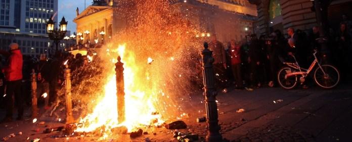 Blockupy: Bei der Eröffnung desEZB-Hochhauses geraten militante Kapitalismuskritiker mit der Polizei aneinander. Und am Abend wird erneut demonstriert